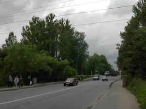 Колтушский мост в Санкт-Петербурге переброшен через реку Лубья по улице Коммуны в Ржевке, расположенной в
