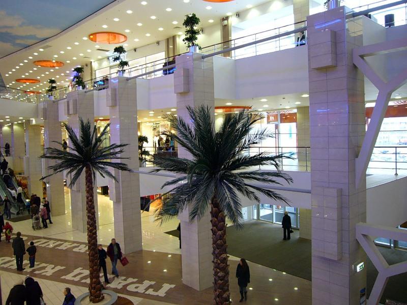 Какие торговые центры и комплексы в Санкт–Петербурге можно посетить?