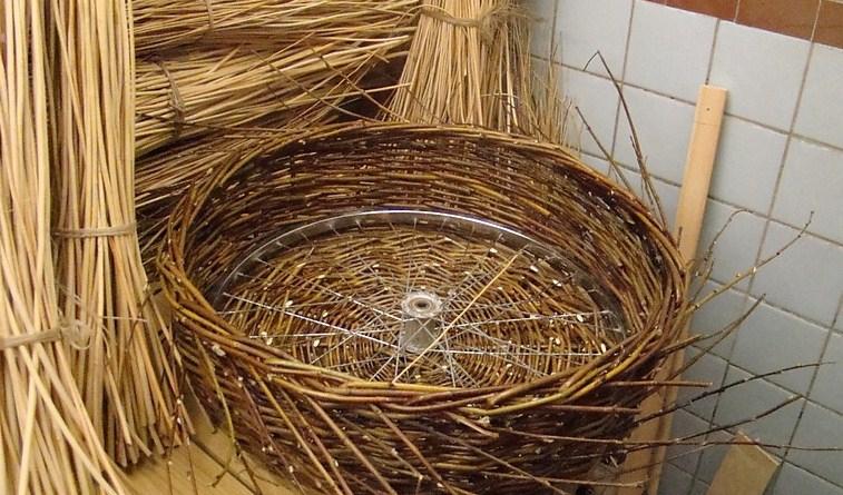 Как сделать декоративное гнездо для аиста своими