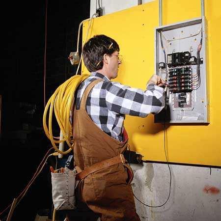 Какие электромонтажные организации проводят электромонтажные работы в домах Санкт-Петербурга?