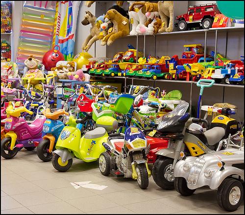 Найти магазин детских товаров в Санкт-Петербурге.