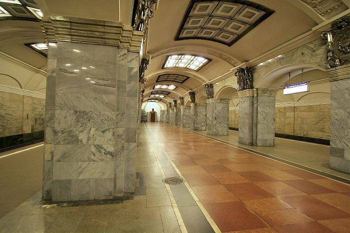 Какая станция метро в Санкт-Петербурге была первой?