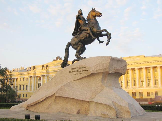 Какой самый высокий памятник в Санкт-Петербурге?