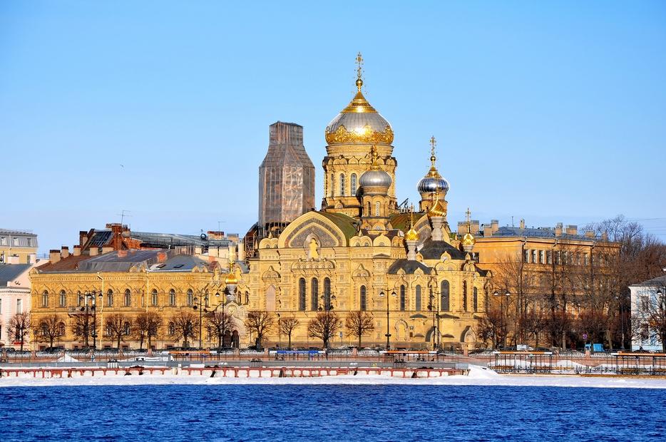В какие храмы Петербурга люди обращаются за исцелением?