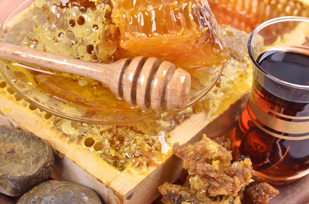 Где можно купить свежий мед и прополис в Санкт-Петербурге?